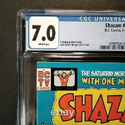 DC Comics Shazam #28 Cgc 7.0 Appartenance Graduée Des Pages Noir Adam White